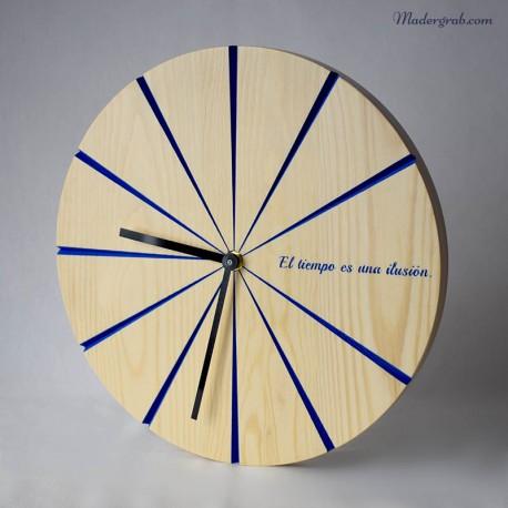 Reloj de madera grabado