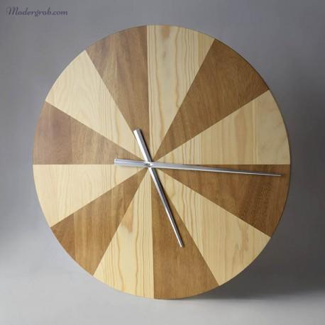 Reloj de madera moderno