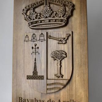 Escudo de municipio tallado en madera