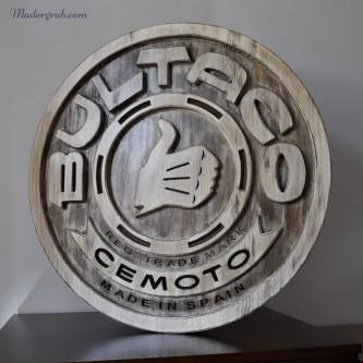 Logotipo de Bultaco enmadera envejecida.