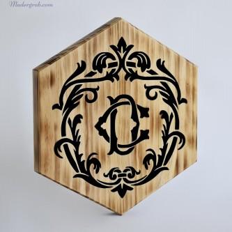 Logo de madera para restaurante gourmet.