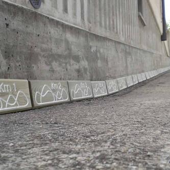 Cartel señalizador para ruta de senderismo.